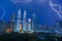 petronas towers, kuala lumpur, kl, malaysia, storm, lights, lightning, bolts,